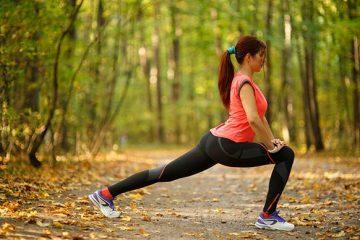 runner stretching before run