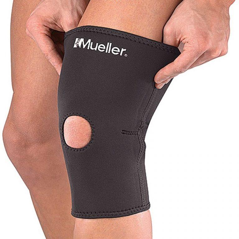 Mueller knee sleeve being put on