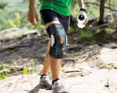 man wearing a Mueller hinged knee brace while hiking